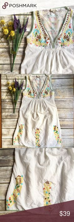 TWENTY ONE Cream Embroidered Floral Dress - Small TWENTY ONE Cream Embroidered Floral Dress - Small. V-neck Dress. Sheer lining throughout dress. Excellent used condition. See photos for measurements. Smoke free home. twenty one Dresses