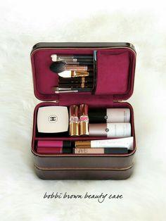 Das Beauty Look Book – Bobbi Brown Beauty Reisetasche - - Make Up Kits, Makeup Case, Skin Makeup, Makeup Brushes, Makeup Travel Case, Travel Makeup Bags, Makeup Brush Bag, Makeup Box, Makeup Bag Organization