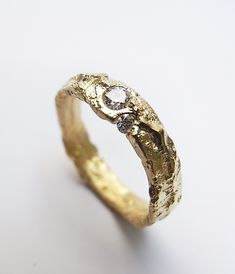 Freeform ring in yellow gold with diamonds. Kelvin J Birk Metal Jewelry, Gold Jewelry, Jewelry Accessories, Jewelry Design, Jewellery, Wax Ring, Old Rings, Alternative Engagement Rings, Unique Rings