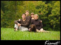 Rich brown tones compliment the early fall colors and the posing is ideal for a family of four with young children. Adding in the family pet dog as the fifth element gives balance to the grouping. Family Portraits Outside, Fall Family Portraits, Family Portrait Poses, Outdoor Family Photos, Family Picture Poses, Fall Family Photos, Family Posing, Family Pictures, Family Family