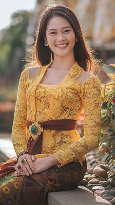Kebaya Dress, Batik Kebaya, Blouse Dress, Hijab Fashionista, Beautiful Asian Girls, True Beauty, Color Combinations, Asian Beauty, Bali