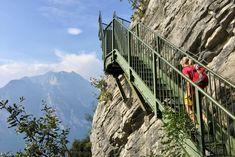 Traplopen tijdens het wandelen langs het Gardameer Beautiful World, Beautiful Places, Riva Del Garda, Under The Tuscan Sun, Italian Lakes, Travel List, Bergen, Road Trip, Places To Visit