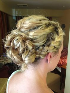 Very pretty Braided romantic updo for bridesmaids! Pretty Hairstyles, Braided Hairstyles, Wedding Hairstyles, Hairdos, Bridesmaid Hair, Prom Hair, Bridesmaids, Updos For Medium Length Hair, Romantic Updo