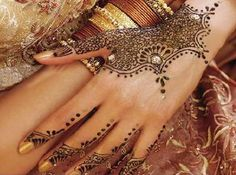 Wedding Mehndi Designs for your hand art designs on wedding day
