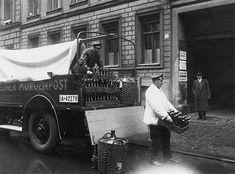 Berlin 1927 Mitarbeiter der Schultheiss Brauerei beim Entladen einer Bierlieferung.