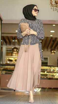 Modern Hijab Fashion, Hijab Fashion Inspiration, Abaya Fashion, Muslim Fashion, Fashion Wear, Modest Fashion, Skirt Fashion, Fashion Dresses, Conservative Outfits