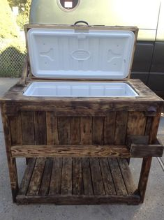Use Pallet Wood Projects to Create Unique Home Decor Items – Hobby Is My Life Wood Cooler, Pallet Cooler, Patio Cooler, Diy Cooler, Outdoor Cooler, Outdoor Pallet, Beer Cooler, Wooden Pallets, Wooden Diy