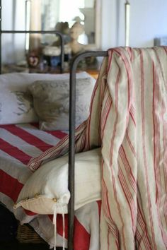 Trouvais via French Kissed.iron bed and French striped linens perfect for a guest room White Cottage, French Cottage, Cottage Style, French Bed, Estilo Country, Red Bedding, Bedding Sets, Striped Bedding, Striped Linen