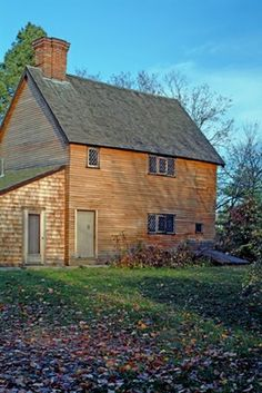 I've been through Watertown dozens of times and I don't recall Chris showing me this!  Hmmmm....Browne House  Watertown, Massachusetts  c. 1698
