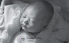 A British charity is helping grieving parents to commemorate the lives of their stillborn babies by photographing them. Baby Pictures, Baby Photos, Stillborn Baby, Family Photos With Baby, Grieving Mother, Birth Photography, Photography Series, Losing A Child, Infant Loss