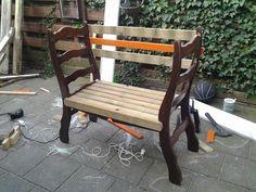 van 2 stoelen een bankje maken met tuinhout.. Making a bench from two old chairs and some garden wood..