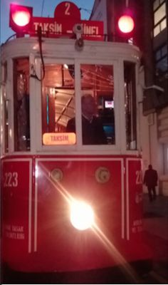 Die Tram fährt im 90-Sekunden-Takt vom Taksim- zum Tünel Platz.