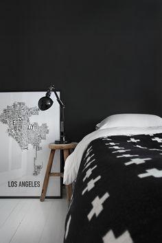 Pia Wallen blanket + Black Wall | Stylizimo
