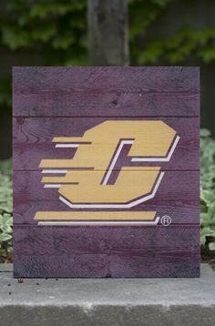 "Flying C Maroon Wood Pallet Sign 12x13"" Central Michigan"