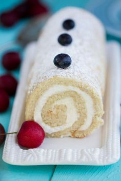 Vanilla Sponge Cake Roll with Berries Vanilla Sponge Cake with a creamy vanilla mascarpone filling makes an impressive & light dessert perfect for summer Cake Roll Recipes, Sponge Cake Recipes, Sponge Roll Cake Recipe, Chocolates, Jelly Roll Cake, Jelly Rolls, Yule Log Cake, Recipes, Cookies