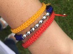 pulsera tricolor venezuela elegante macrame Paracord, Bracelets, Jewlery, My Style, Crochet, Silver, How To Wear, Vintage, Fashion