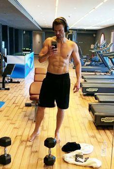 Sebastian Stan, Bucky Barnes Imagines, Marvel Dc Movies, Live Meme, Avengers Cast, Kids Choice Award, Famous Men, Famous People, Man Thing Marvel