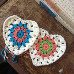 Sunburst Granny Hearts, by Meet Me at Mikes.  Free pattern from Bunny Mummy  http://bunnymummy-jacquie.blogspot.nl/2012/06/sunburst-granny-hearts.html