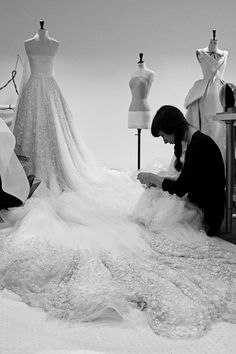 Here Comes The Couture Bride - Fashion Atelier – couture fashion behind the s. - Here Comes The Couture Bride – Fashion Atelier – couture fashion behind the scenes; Ralph & Russo, Bride Pictures, Lesage, Alexander Mcqueen, Fashion Designer, Couture Sewing, Couture Details, School Fashion, Mode Style