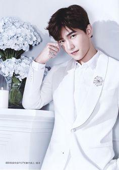 """Dương Dương - chàng """"soái ca"""" bước ra từ tiểu thuyết ngôn tình. Yang Wei, Yang Yang Actor, Wei Wei, Yang Chinese, Chinese Boy, Handsome Actors, Handsome Boys, Asian Actors, Korean Actors"""