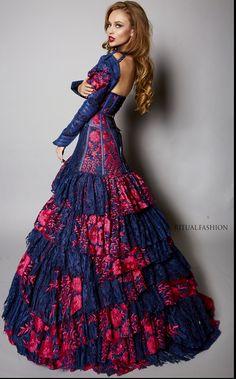 Couture Two Suns Gown Queen Fashion, Dark Fashion, Luxury Fashion, Pretty Dresses, Beautiful Dresses, Venus Star, La Fashion Week, Fantasy Gowns, Teen Vogue