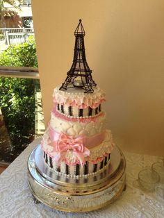 Decora tu torta con centros de mesa de Torre Eiffel. #DecoracionFiesta