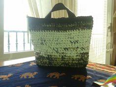 Bolso a crochet de trapillo: Base rectangular y punto bajo.