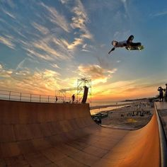 Volar sin motores es posible. Experiential, In This Moment, Skateboarding, Lincoln, Hs Sports, Extreme Sports, Motors, Skateboard, Skateboards