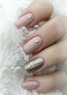 Winter Nail Designs You Need To Copy This Season – UK - neutral nails Winter Nails Colors 2019, Spring Nail Colors, Winter Colors, Glitter Nails, Gel Nails, Nail Polish, Acrylic Nails, Manicures, Pink Glitter