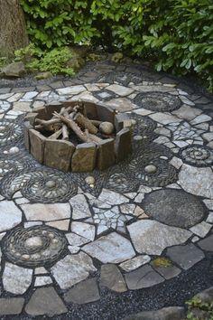 Stone Garden Paths, Garden Paving, Garden Stones, Patio Stone, Garden Floor, Stone Pathways, Glass Garden, Garden Art, Landscape Design