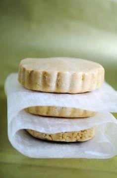 Por qué no hacer tus propios mazapanes de cacahuate para tus hijos sin conservadores, naturales, sin soya?? una buena opción para un snack saludable!