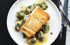 The halibut is brined briefly in salt water, which seasons it all the way through and pairs beautifully with herby beans. # Food and Drink pairing Pan-Roasted Halibut with Herbed Corona Beans Recipe Healthy Cooking, Cooking Tips, Cooking Recipes, Healthy Recipes, Basic Cooking, Alkaline Recipes, Healthy Food, Yummy Recipes, Epicurious Recipes