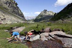 10 lugares imprescindibles para visitar en el Pirineo aragonés con niños.Un lugar mágico que ofrece a los niños un abanico sin fin de posibilidades
