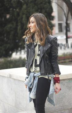 biker jacket black ripped jeans deartee tshirt heels outfit18