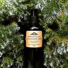 An aromatic treasure to renew all skin types makes for a lovely gift! Our new Immortelle Cleansing Dew doubles as a facial cleaner & serum. A huge hit!