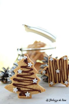 """Cherries under the snow"" in 30 minutes – delicious and crispy biscuits – Recipes Xmas Food, Christmas Sweets, Christmas Gingerbread, Christmas Baking, Gingerbread Cookies, Broken Biscuits, Christmas Biscuits, Biscotti Cookies, Holiday Cookies"
