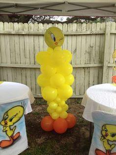 Tweety bird ballon stand!