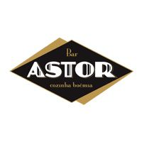 Um lugar que une todos os conceitos de um bom bar. O espaço onde a boemia é palavra de ordem e onde você sempre pode contar com um balcão confidente, chopp perfeito, cocktail preciso e um petisco que aquece. Para cada desejo, um bar. Para todos eles, só o Astor.