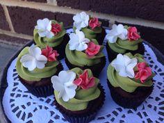 Green tea cupcakes with flowers #whippedwithlove #greentea #fondantflowers