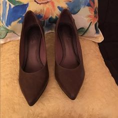 """Brown Heel Closed Toe Pumps Brand:  Life Stride Color(s):  brown Condition: new w/o box, no flaws Size tag: 9.5M, runs a tad big thus, would also fit a 10M Measurements: 3"""" heel Fabric: leather upper Care: n/a Special features:  worn once in house, too big for me, never took back; new w/o box. Button feature on side of each shoe.   • Fast shipping • Many versatile items available, feel free to check out my closet! Life Stride Shoes Heels"""