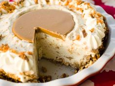 To.die.for. Crunch, salt, sweet. Perfection. Peanut Butter Pretzel Ice Cream Pie. #recipe #nobake