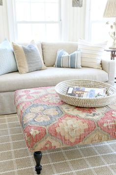 Savvy Southern Style : Spring Tour in the Sun Room Living Room Designs, Living Spaces, French Country Farmhouse, Modern Farmhouse, Farmhouse Style, Family Room Decorating, Southern Decorating, Decorating Ideas, Savvy Southern Style