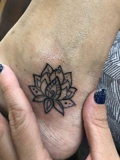Piercing Tattoo, Tattoo Ink, Back Tattoo, Body Art Tattoos, Girl Tattoos, Piercings, Tiny Lotus Tattoo, Lotus Flower Tattoo Design, Club Tattoo