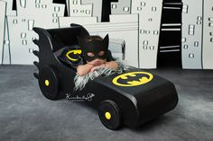 Baby Batman taking a nap - 37 Newborns Wearing Adorable Geek Baby Clothes Is Going to Melt Your Geeky Heart Foto Newborn, Newborn Baby Photos, Baby Poses, Newborn Shoot, Newborn Baby Photography, Newborn Pictures, Baby Pictures, Baby Newborn, Baby Batman