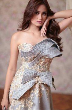 c3c17bbfa09ce Невероятные платья филиппинского дизайнера Mak Tumang - Ярмарка Мастеров -  ручная работа