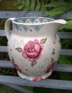 Emma Bridgewater Rose & Bee 1.5 Pint Jug 2014 Red Cottage, Shabby Cottage, Shabby Chic Homes, Emma Bridgewater Pottery, Mugs And Jugs, Cornishware, Water Into Wine, Brown Paper Packages, Pip Studio