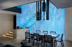 Siller Treppen ist der Spezialist für minimalistische Lösungen aus Glas - Treppen für alle Sinne Glass Stairs, Conference Room, Table, House Ideas, Furniture, Home Decor, Minimalist, Stairways, Decoration Home