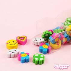 This eraser set with different cute mini erasers makes your school day perfect! The set has many small erasers stored in a plastic bag.