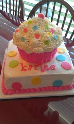Cupcake Cake great idea for a first birtday cake with a removable cupcake on top so the baby can ruin it. Would be adorable for Wyatts first in different colors Birtday Cake, Cupcake Birthday Cake, Cupcake Party, Cupcake Cakes, Big Cupcake, Cupcake Icing, Cupcakes For Boys, Girl Cupcakes, Yummy Cupcakes