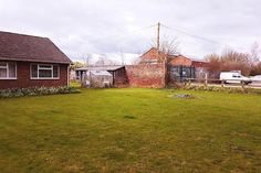 3 bed detached bungalow for sale in Selby Road, Thorne, Doncaster DN8 -            £210,000                  Offers in region of